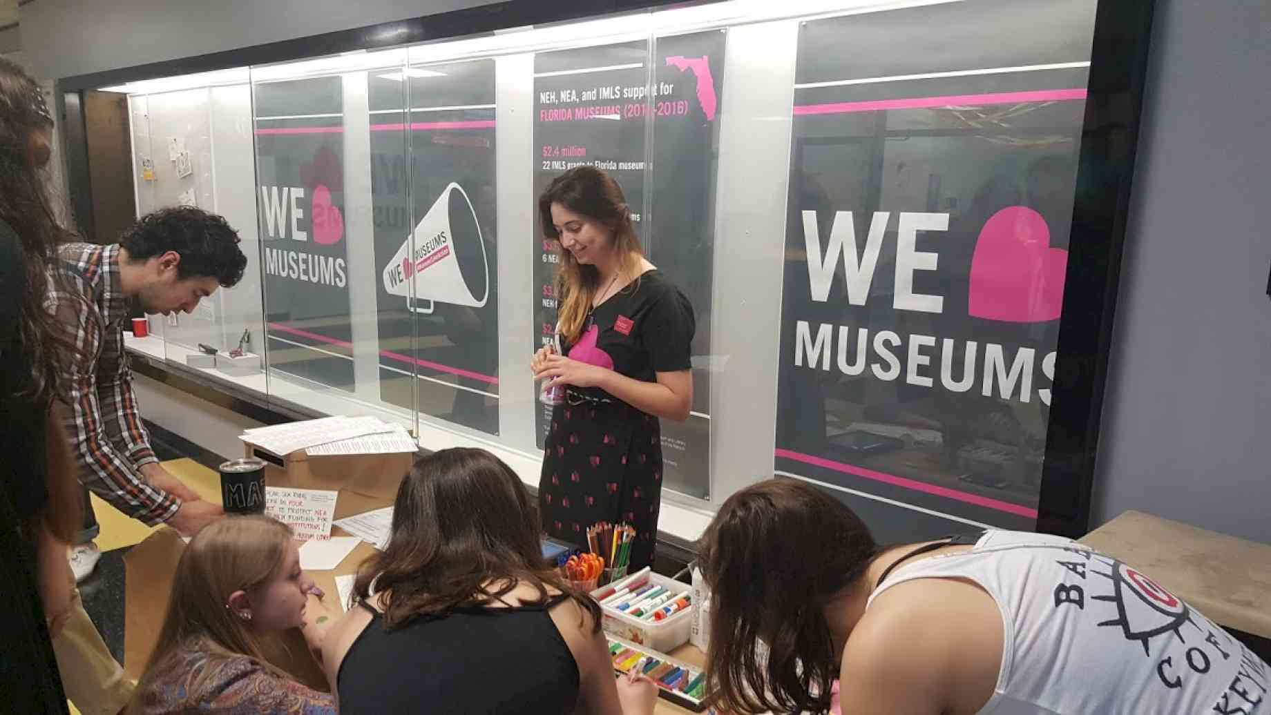 Student Elizabeth Bouton facilitates dialogue for museum advocacy at Art Bash 2017.