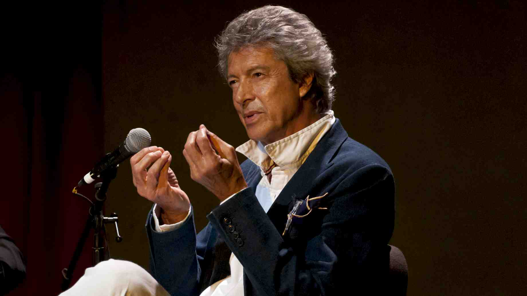 Tommy Tune talks to students during the Master Class