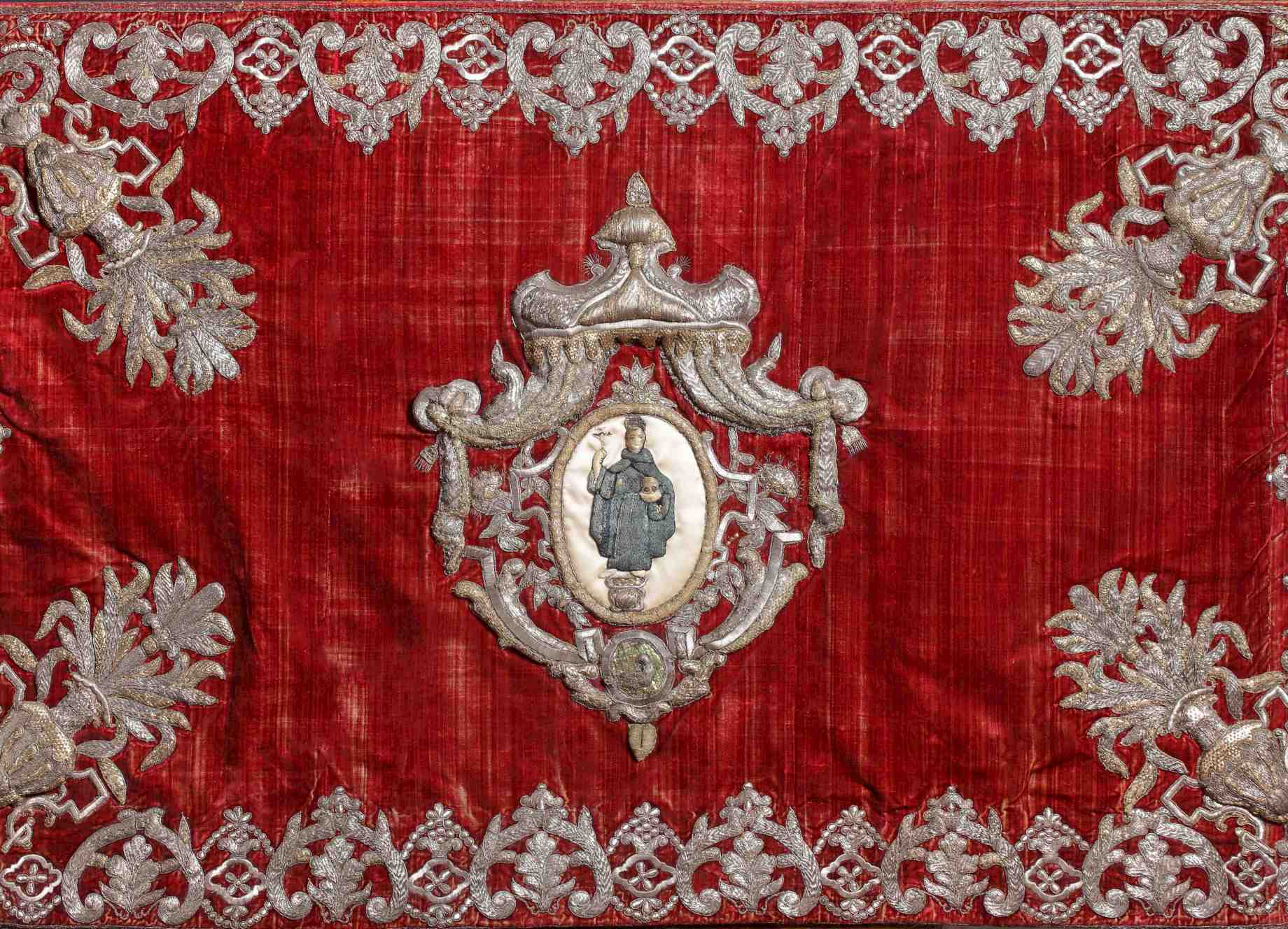 Spanish Embroidery in the New World Church: Models and Modifications