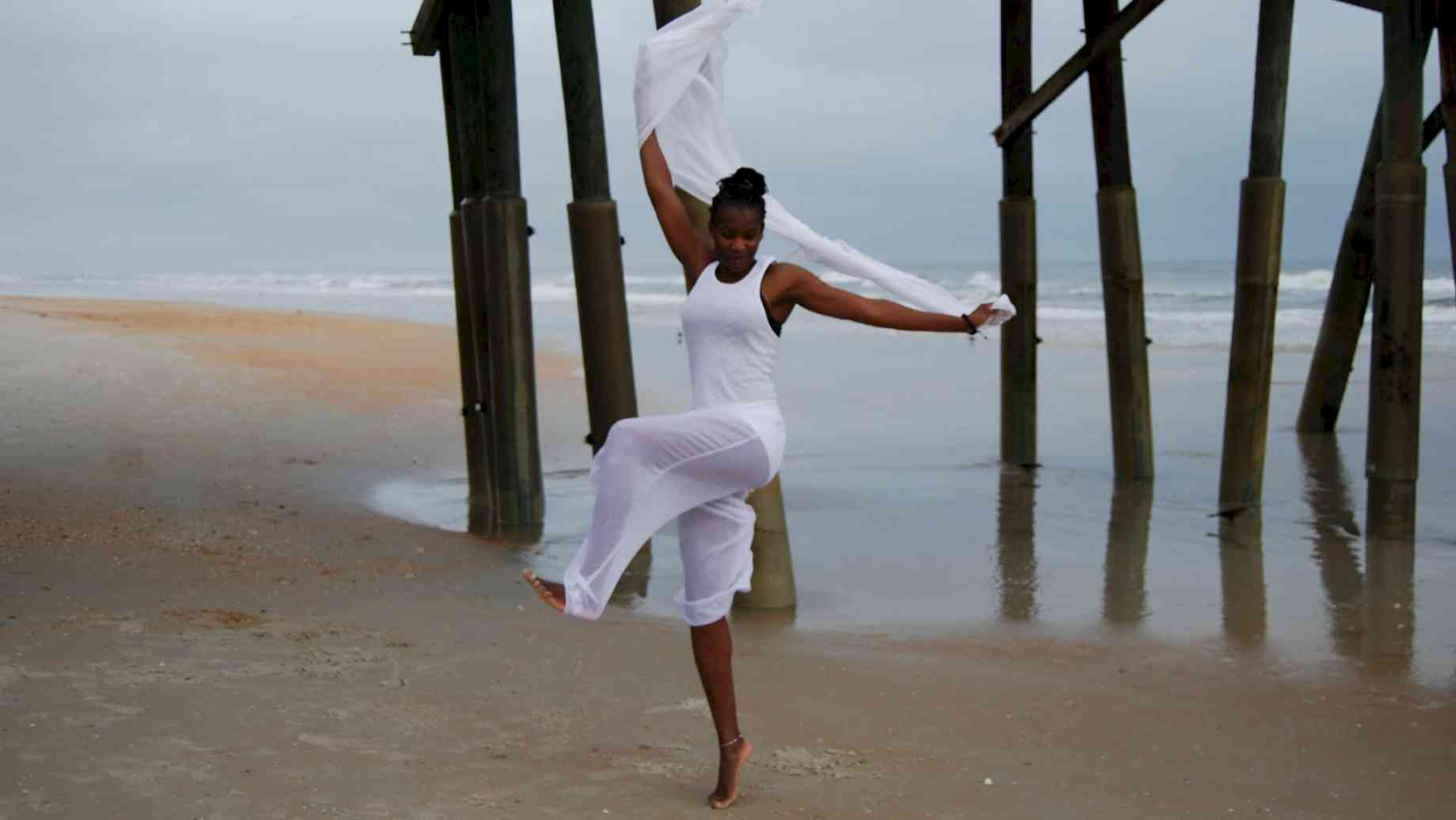 At the edge of the sea, Barakissa Coulibaly evokes the beauty of dance.
